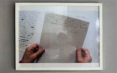 «Velocidad de los jardines», exposición del manusrito de Eloy Tizón fotografiado por Lisbeth Salas  en Los portadores de sueños